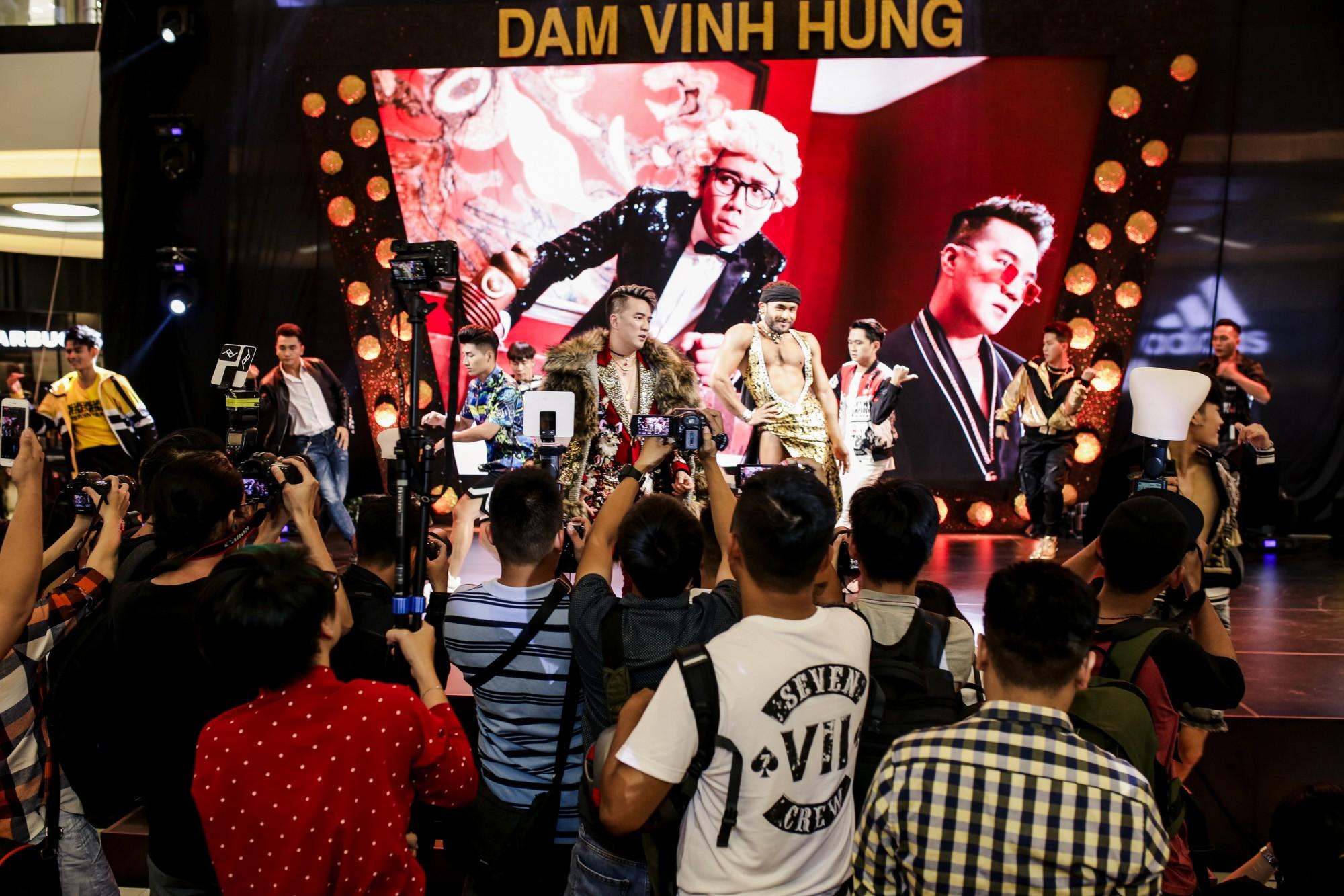 Đàm Vĩnh Hưng bất ngờ tiết lộ nụ hôn nồng cháy với Hoa hậu Hương Giang - Ảnh 7.