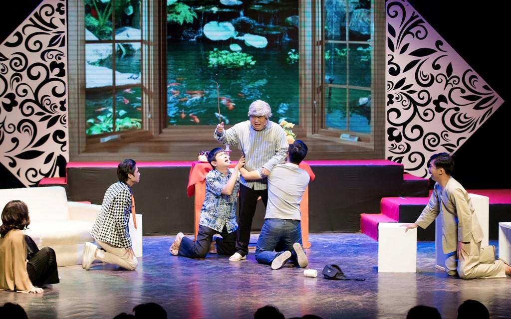 Hoài Lâm bất ngờ về nước, hội ngộ Gia Bảo hát tri ân cố NSƯT Thanh Nga - Ảnh 11.