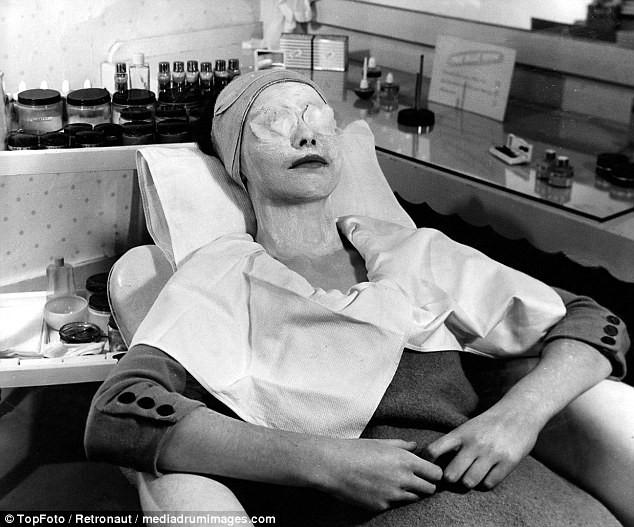 Từ thời chưa có botox, những năm 40-50 phái đẹp đã dày công làm đẹp với đủ mọi liệu trình chăm sóc da tại spa - Ảnh 5.