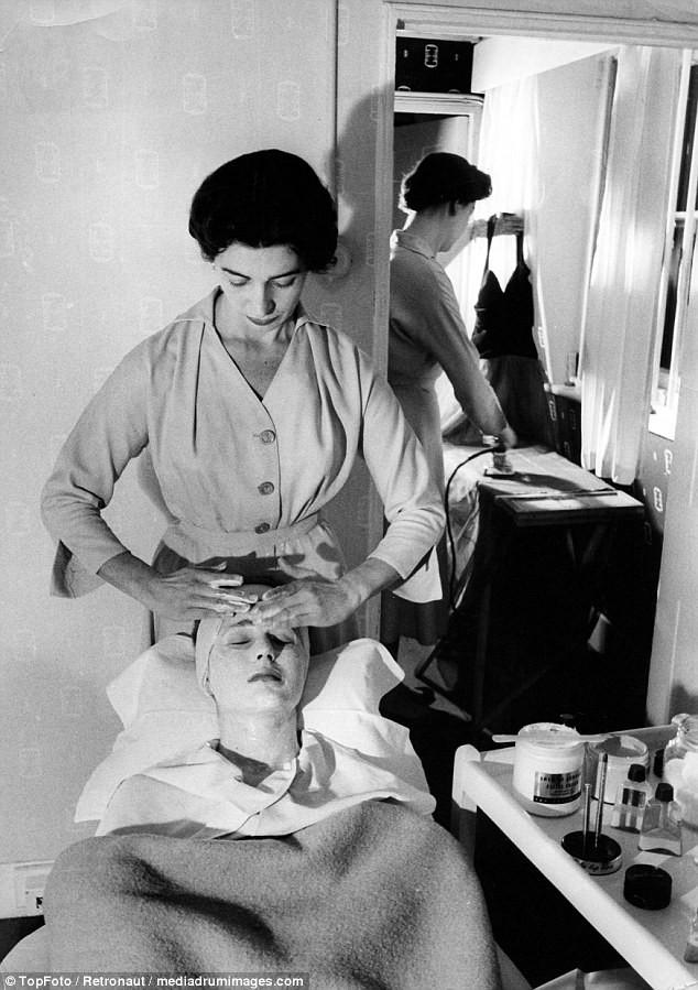 Từ thời chưa có botox, những năm 40-50 phái đẹp đã dày công làm đẹp với đủ mọi liệu trình chăm sóc da tại spa - Ảnh 6.