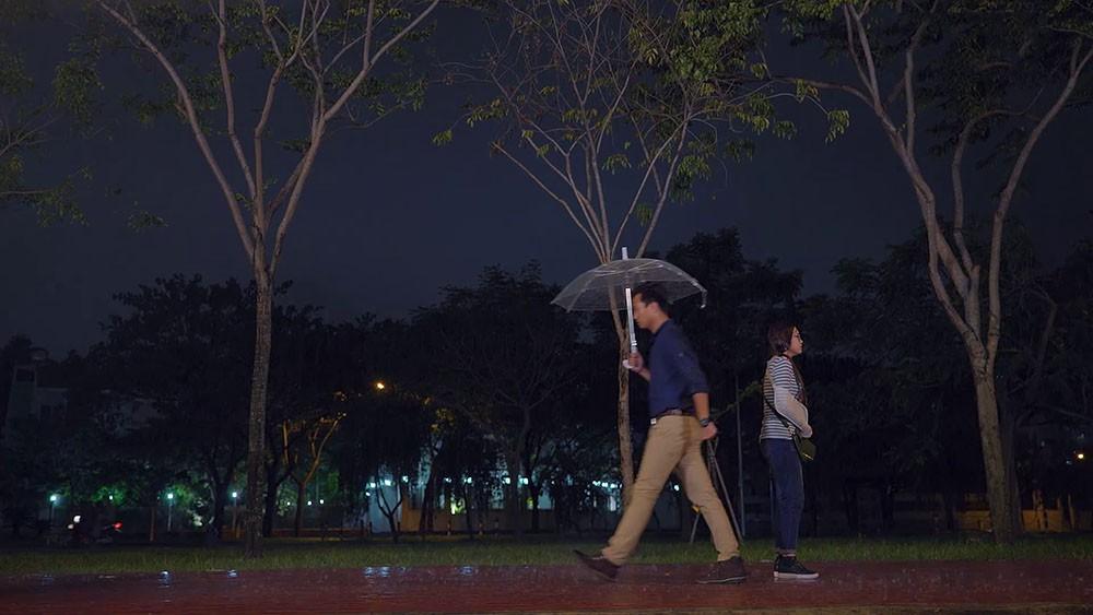 Cặp đôi bị chê nhạt nhất Gạo nếp gạo tẻ: Lạnh lùng bước qua nhau trong cơn mưa, khán giả kêu gào Sao không đưa cho cái ô? - Ảnh 2.