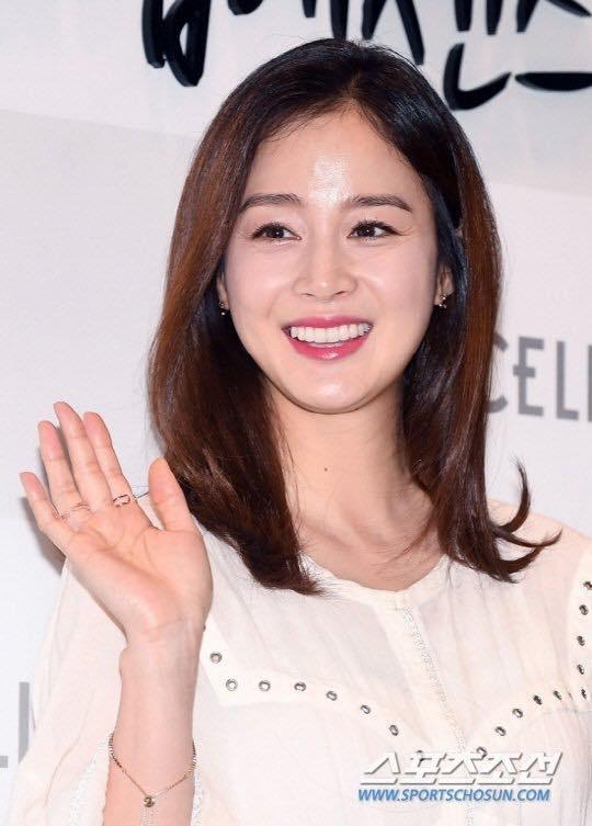 Vừa trở lại sau khi sinh em bé, Kim Tae Hee đã bị dư luận xỉa xói khi so sánh với Song Hye Kyo - Ảnh 1.
