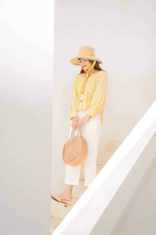 20 mẫu áo blouse siêu xinh từ các thương hiệu Việt chắc chắn sẽ đốn tim nàng trong những ngày giao mùa mát lịm - Ảnh 17.