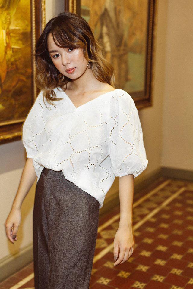 20 mẫu áo blouse siêu xinh từ các thương hiệu Việt chắc chắn sẽ đốn tim nàng trong những ngày giao mùa mát lịm - Ảnh 10.