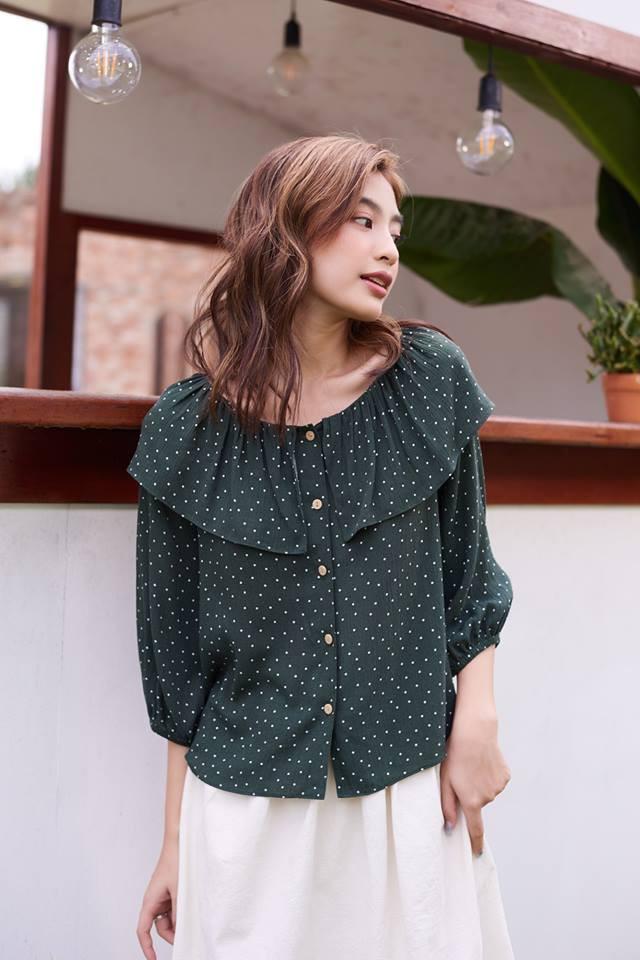 20 mẫu áo blouse siêu xinh từ các thương hiệu Việt chắc chắn sẽ đốn tim nàng trong những ngày giao mùa mát lịm - Ảnh 3.