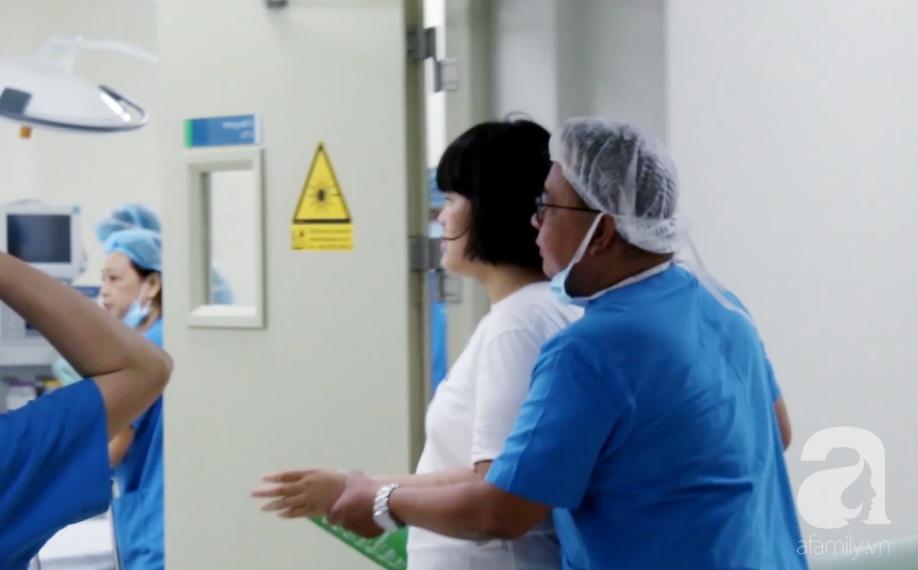 13 năm trời, cặp vợ chồng gốc Sài Gòn đi từ đau khổ đến vỡ òa để chăm sóc răng cho con gái tự kỷ - Ảnh 6.