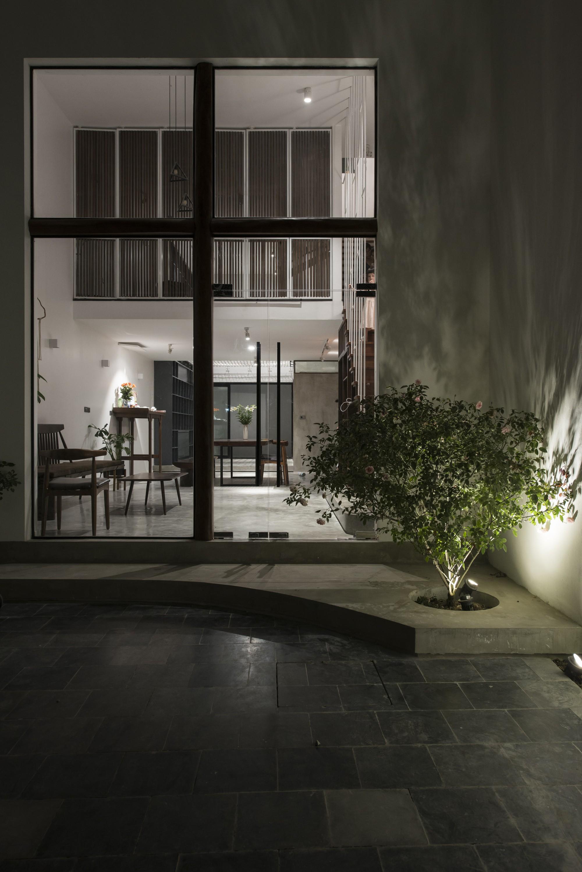 Quên đi cái thời cứ nhà ống là tối tăm, ngôi nhà ống ngập tràn ánh sáng ở Hà Nội này sẽ cho bạn thấy điều ngược lại - Ảnh 3.