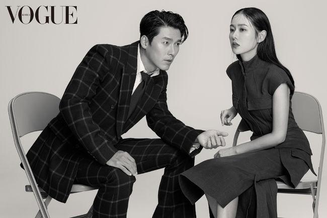 Hậu trường bộ ảnh Son Ye Jin & Hyun Bin: thần thái cực phẩm nhưng đỉnh nhất là pha diễn xuất với bàn tay cho ra ảnh cực nghệ - Ảnh 2.