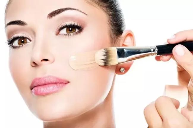 7 lỗi makeup cơ bản mà nhiều chị em dù biết vẫn rất hay mắc phải, khiến cho gương mặt trở nên kém hoàn hảo - Ảnh 3.
