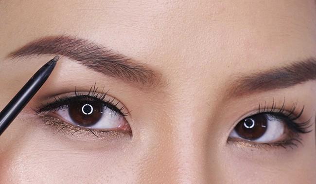 7 lỗi makeup cơ bản mà nhiều chị em dù biết vẫn rất hay mắc phải, khiến cho gương mặt trở nên kém hoàn hảo - Ảnh 7.