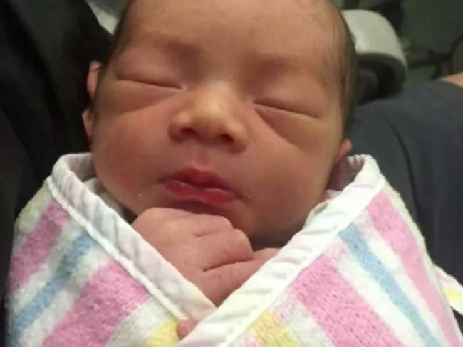 Mẹ Việt ở Úc đau bụng dữ dội sau khi sinh mổ, kiểm tra xong bác sĩ phát hiện có cây kim bị bỏ quên trong tử cung - Ảnh 2.