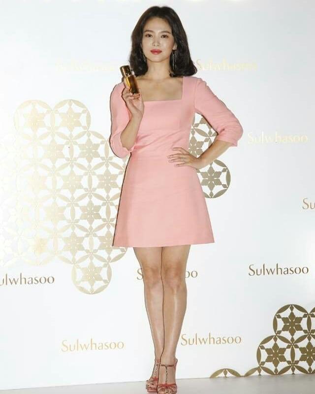Ngược đời Song Hye Kyo dự sự kiện: Hình chính thức dìm đau đớn, ảnh fan chụp vội lại đẹp tựa nữ thần - Ảnh 2.