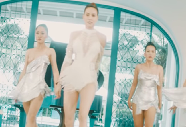 Phải có thần nhãn bạn mới nhận ra sự cố lộ hàng trong MV mới toanh của Hồ Ngọc Hà - Ảnh 2.