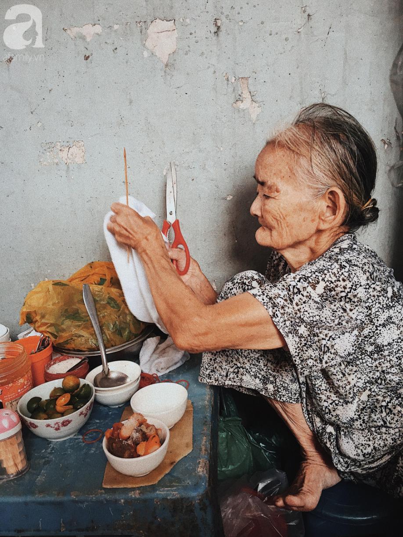Bí mật nồi phá lấu không nấu bằng cốt dừa của bà ngoại 82 tuổi ở Sài Gòn, 30 năm qua vẫn làm mê lòng bao thực khách sành ăn - Ảnh 7.