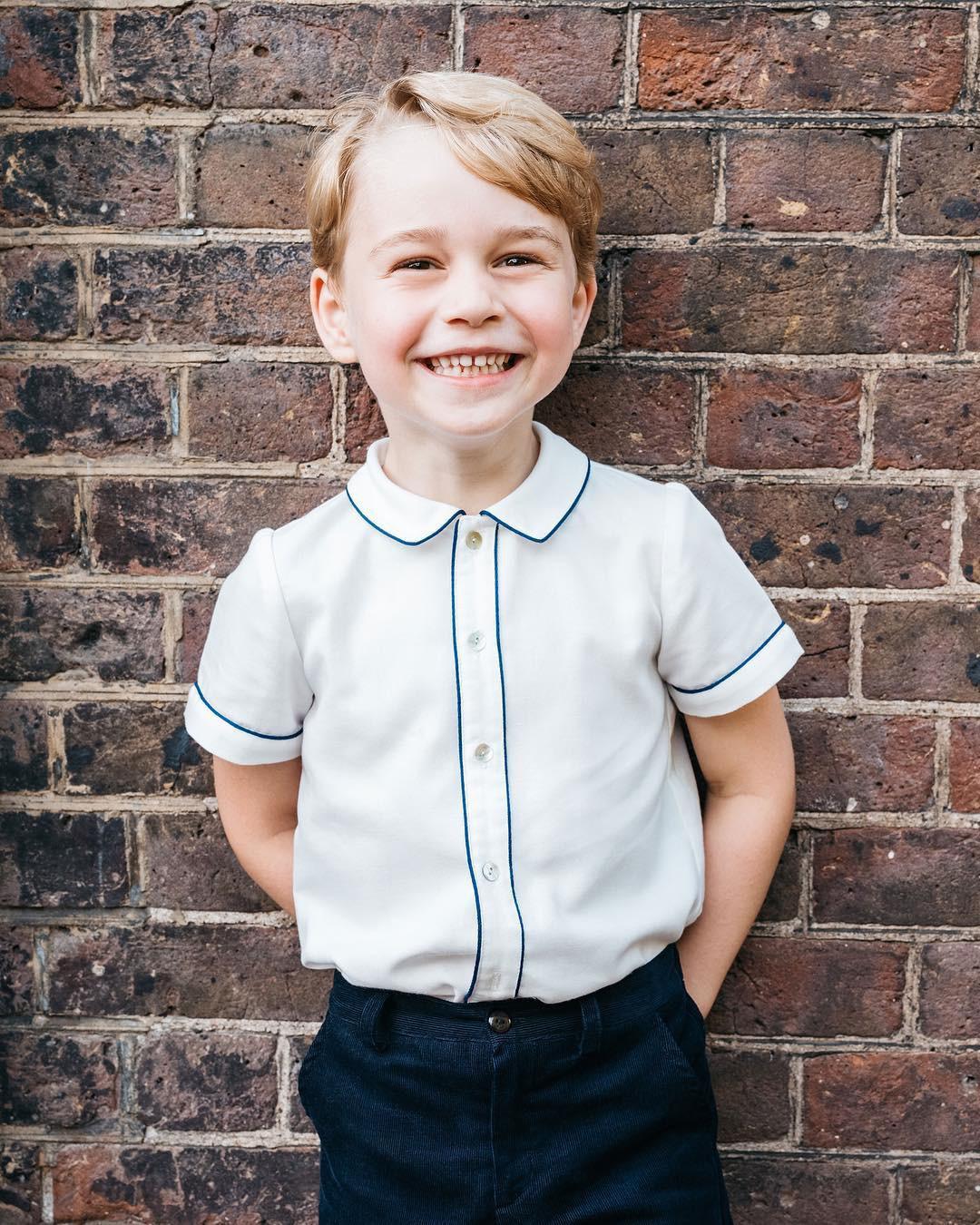 Mới làm dâu Hoàng gia chưa đầy 3 tháng, Meghan Markle đã cùng Nữ hoàng lọt top 30 nhân vật mặc đẹp nhất nước Anh  - Ảnh 5.