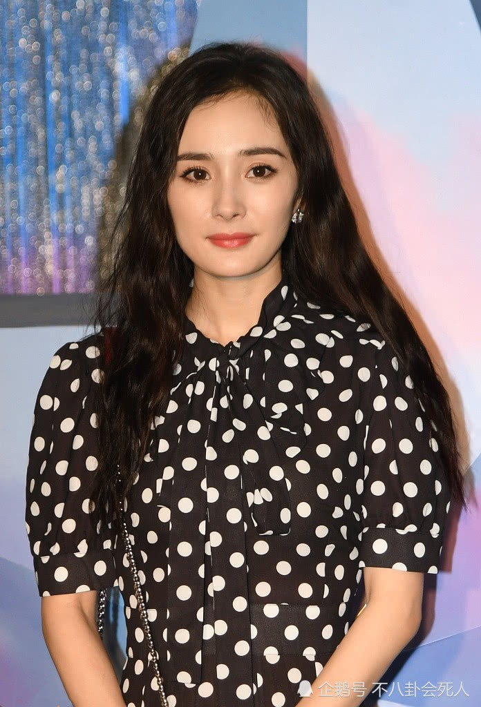 Dương Mịch vừa học 1 khóa bổ túc thời trang từ Hari Won hay sao mà lại chung lối diện đồ hết hồn thế này - Ảnh 3.