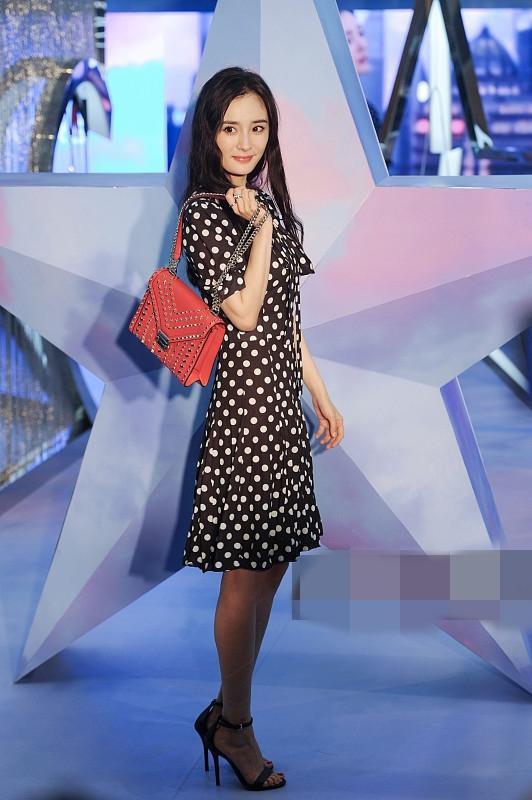 Dương Mịch vừa học 1 khóa bổ túc thời trang từ Hari Won hay sao mà lại chung lối diện đồ hết hồn thế này - Ảnh 7.