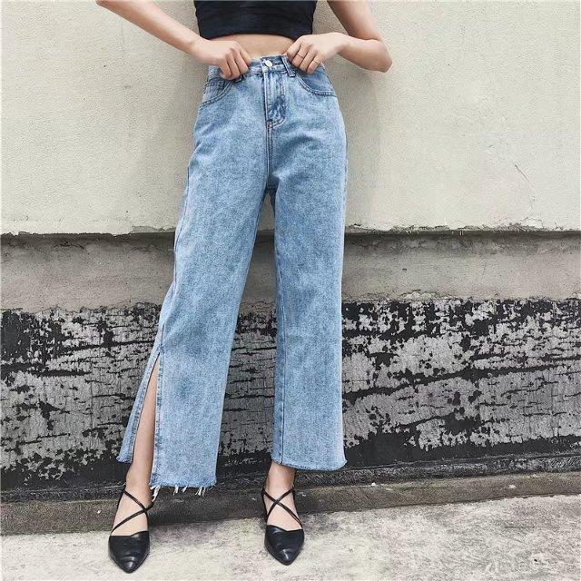 Quần jeans ống xẻ bên không phải là bị lỗi đâu mà chính là hot trend năm nay đấy! - Ảnh 2.