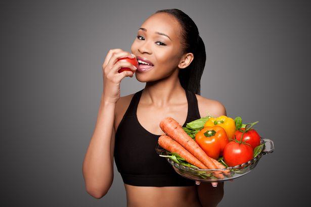 Tại sao nên ăn cà chua và ăn bao nhiêu là đủ để tránh mang bệnh? Đây là câu trả lời không phải ai cũng biết  - Ảnh 2.