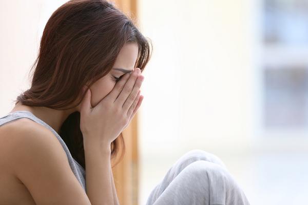Tôi bị chồng túm tay đuổi khỏi nhà vì trong lúc giành vỉ thuốc tránh thai với mẹ chồng tôi đã vô tình khiến bà ngã  - Ảnh 2.
