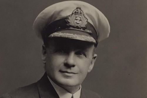 Phó thuyền trưởng tàu Titanic tiết lộ bí mật giấu kín nửa đời người - Ảnh 1.