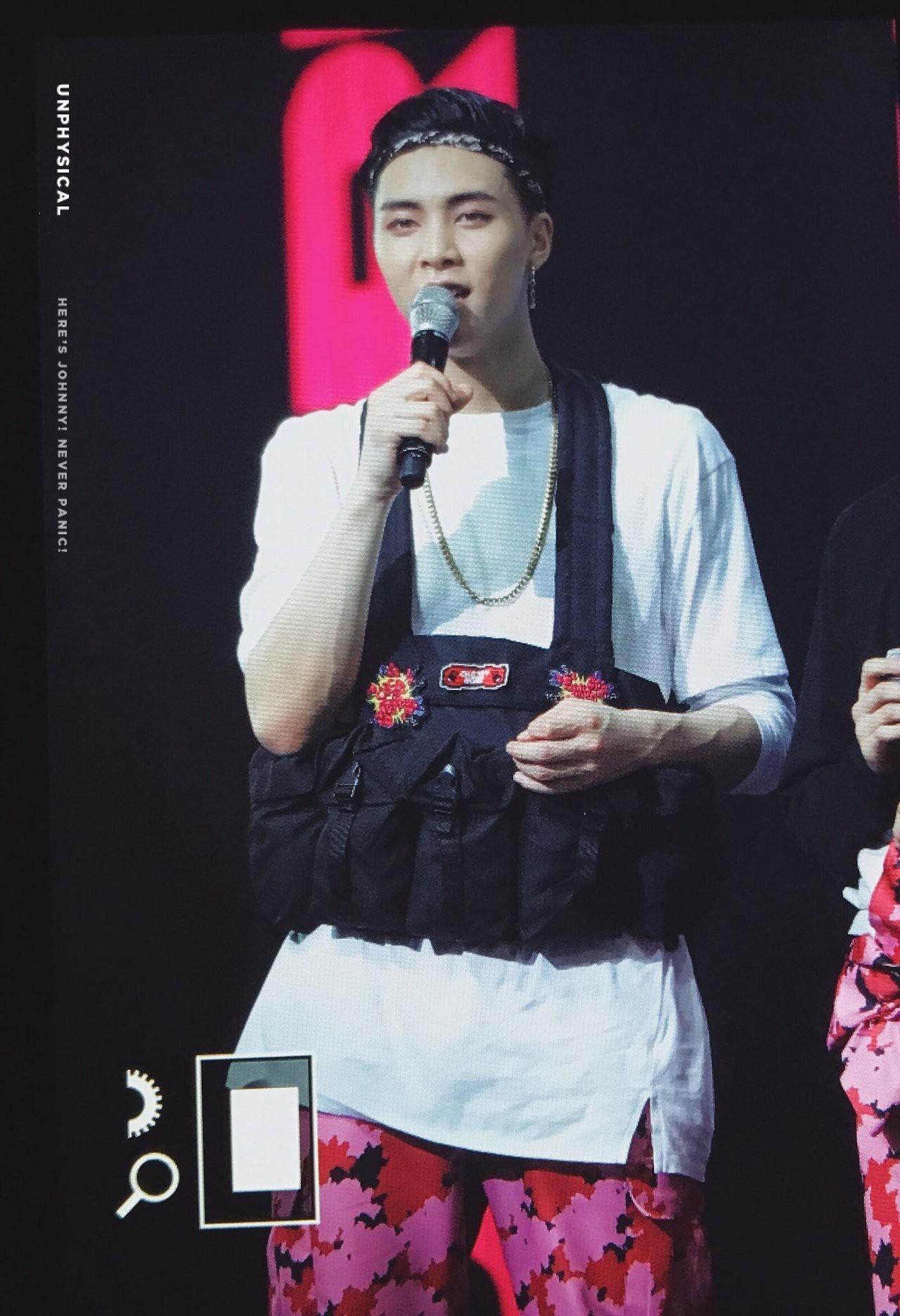 Những trang phục biểu diễn của sao Hàn khiến fan thắc mắc: Họ lấy đâu ra dũng khí để mặc như vậy? - Ảnh 12.