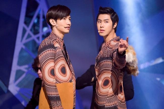 Những trang phục biểu diễn của sao Hàn khiến fan thắc mắc: Họ lấy đâu ra dũng khí để mặc như vậy? - Ảnh 13.