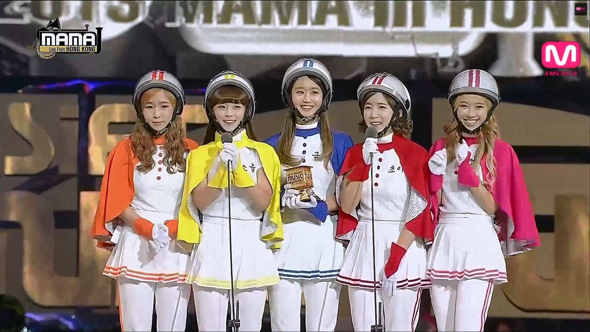 Những trang phục biểu diễn của sao Hàn khiến fan thắc mắc: Họ lấy đâu ra dũng khí để mặc như vậy? - Ảnh 3.