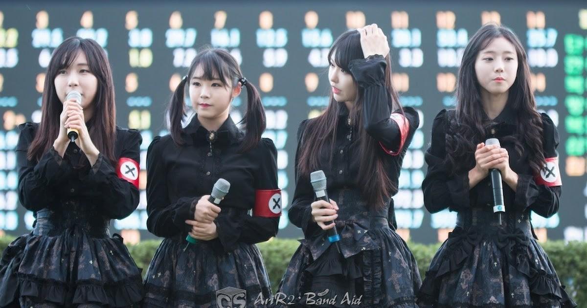 Những trang phục biểu diễn của sao Hàn khiến fan thắc mắc: Họ lấy đâu ra dũng khí để mặc như vậy? - Ảnh 4.