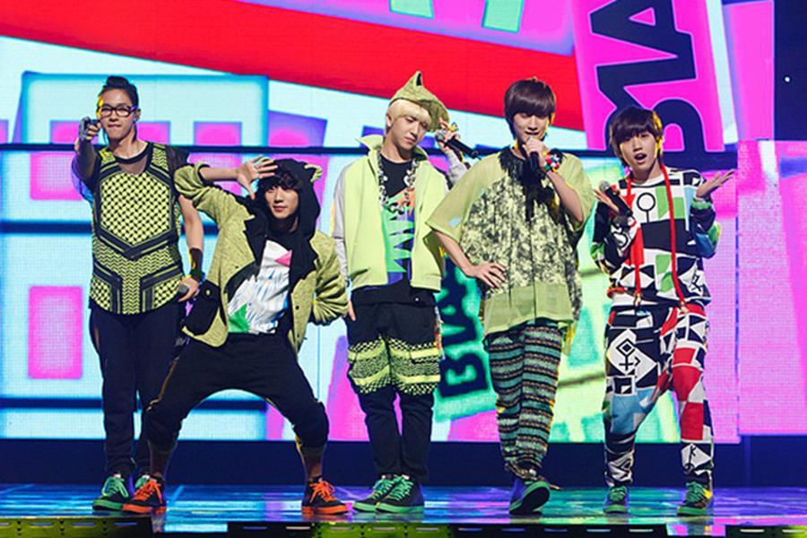 Những trang phục biểu diễn của sao Hàn khiến fan thắc mắc: Họ lấy đâu ra dũng khí để mặc như vậy? - Ảnh 9.