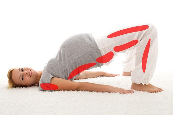 7 tư thế yoga cho bà bầu giúp đánh bay đau mỏi trong thai kỳ và các tư thế cần tránh - Ảnh 4.
