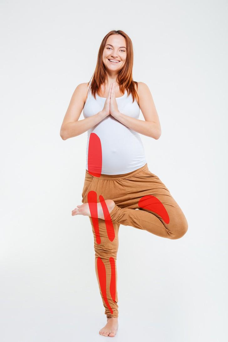 7 tư thế yoga cho bà bầu giúp đánh bay đau mỏi trong thai kỳ và các tư thế cần tránh - Ảnh 8.