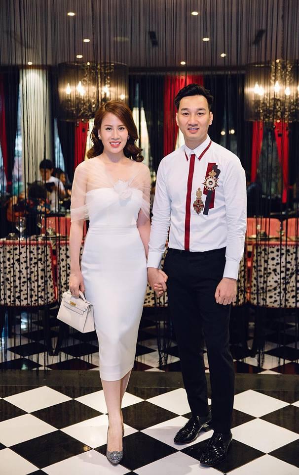 Vợ 2 của MC Thành Trung nghỉ việc tiếp viên hàng không, ngày càng xinh đẹp, sang chảnh sau 1 năm kết hôn - Ảnh 1.