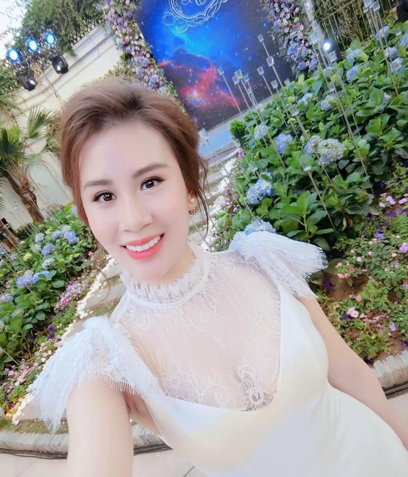 Vợ 2 của MC Thành Trung nghỉ việc tiếp viên hàng không, ngày càng xinh đẹp, sang chảnh sau 1 năm kết hôn - Ảnh 2.