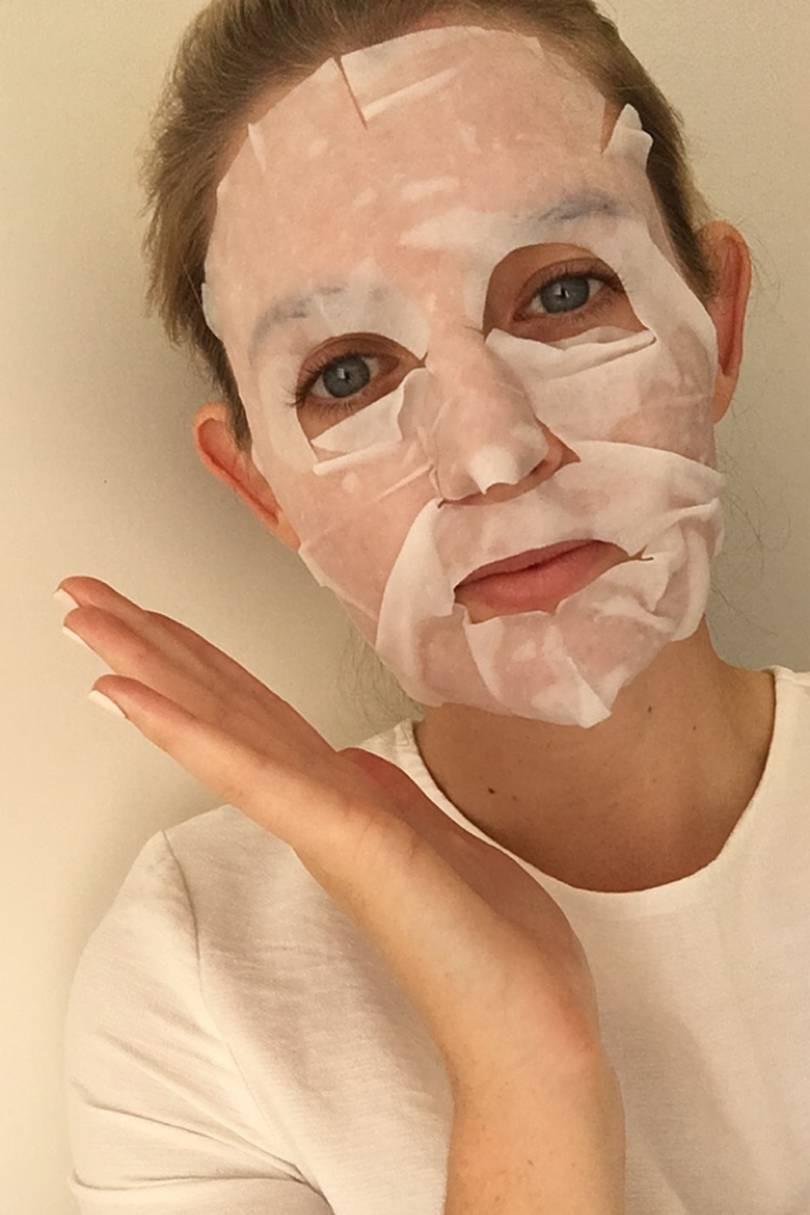 Hóa ra có cả mặt nạ giấy làm nâu da và cô nàng này đã thử làm chuột bạch xem chất lượng ra sao - Ảnh 4.