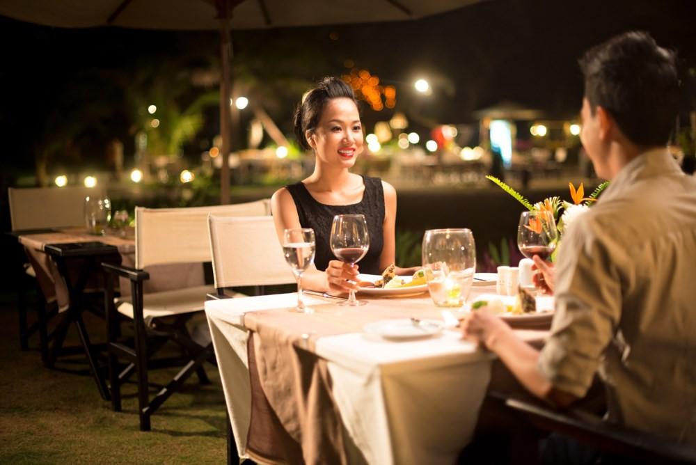 Bắt gặp chồng dẫn em gái mưa đi ăn bữa tối tình nhân, vợ lặng lẽ làm điều này khiến chồng sợ tái mặt - Ảnh 1.