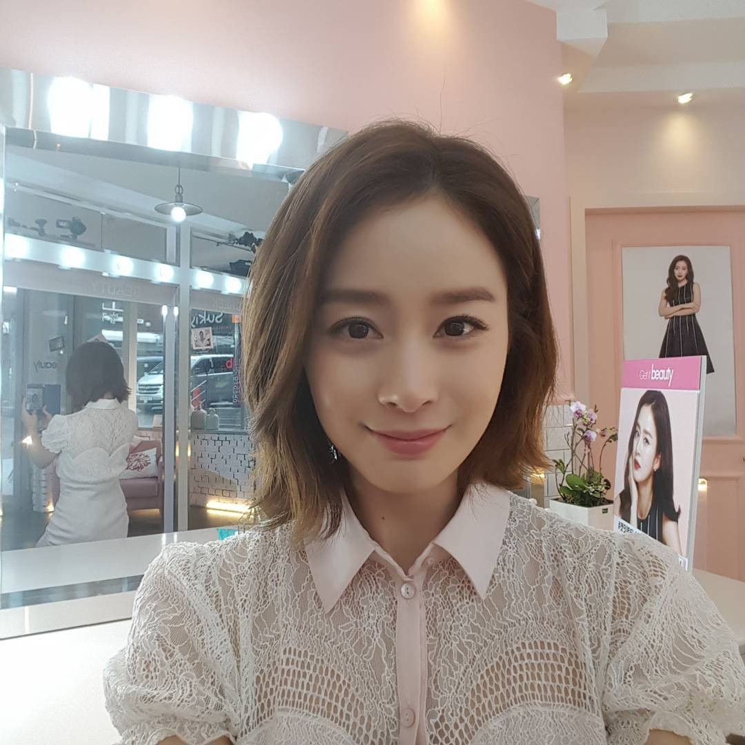 Đẳng cấp nhan sắc không thể đùa của mẹ một con U40 Kim Tae Hee: Càng tự nhiên, nhẹ nhàng lại càng đẹp đến nao lòng - Ảnh 1.
