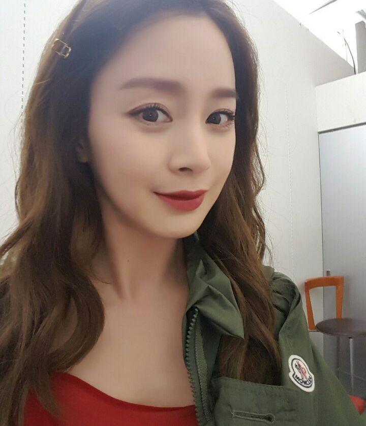 Đẳng cấp nhan sắc không thể đùa của mẹ một con U40 Kim Tae Hee: Càng tự nhiên, nhẹ nhàng lại càng đẹp đến nao lòng - Ảnh 2.
