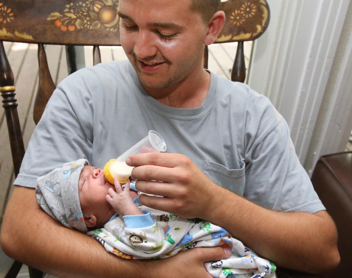 Đang hoàn tất ca sinh mổ thai ba, bác sĩ giật mình phát hiện còn một cánh tay nữa trong bụng mẹ - Ảnh 4.