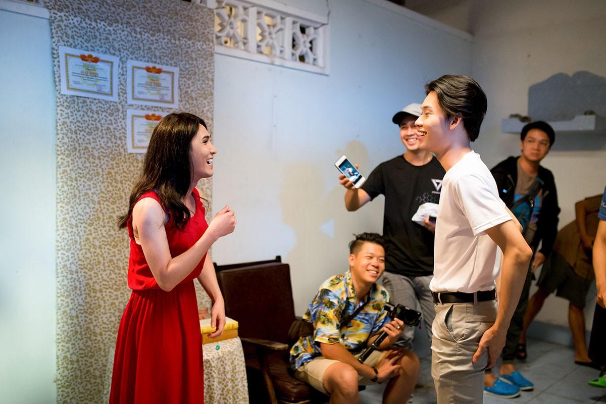 Lâm Khánh Chi mặc áo dài, đứng bên bờ biển chờ người yêu cũ quay về trong MV Parody Duyên mình lỡ - Ảnh 9.