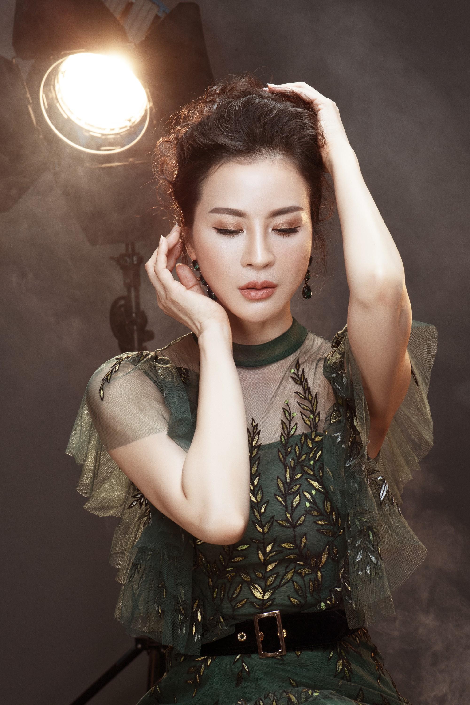 U50 Thanh Mai tung bộ ảnh lưu giữ tuổi xuân khoe da thịt nõn nà, vóc dáng thon gọn tới khó tin - Ảnh 3.