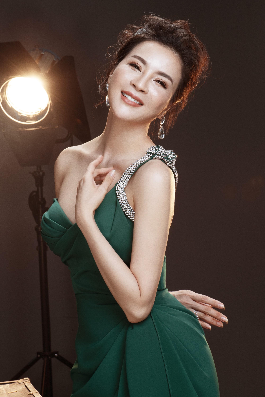 U50 Thanh Mai tung bộ ảnh lưu giữ tuổi xuân khoe da thịt nõn nà, vóc dáng thon gọn tới khó tin - Ảnh 5.
