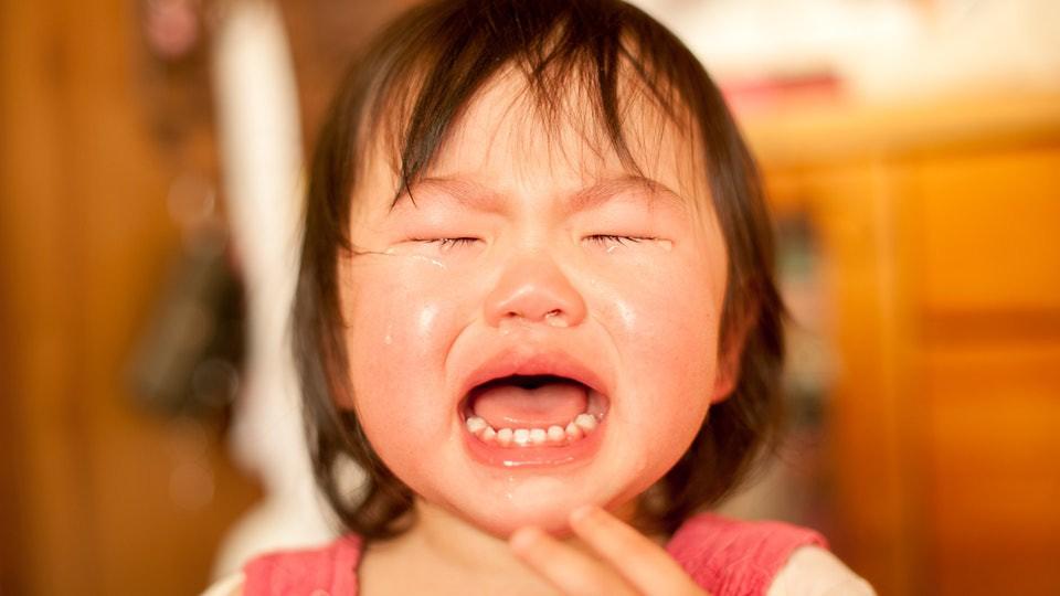 Nói với con những lời này khi trẻ đang mè nheo tức giận, sẽ chẳng tác dụng gì đâu - Ảnh 3.