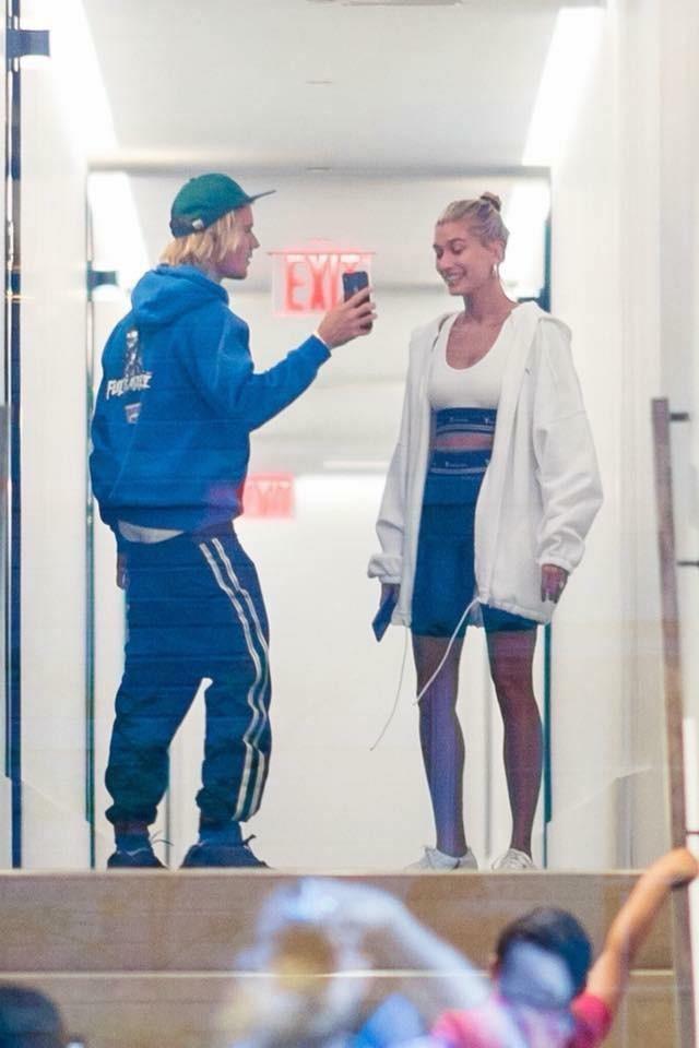 Từ Selena đến Hailey, người thương có thể đổi chứ quần tụt lộ mông sẽ mãi trường tồn cùng Justin Bieber - Ảnh 14.