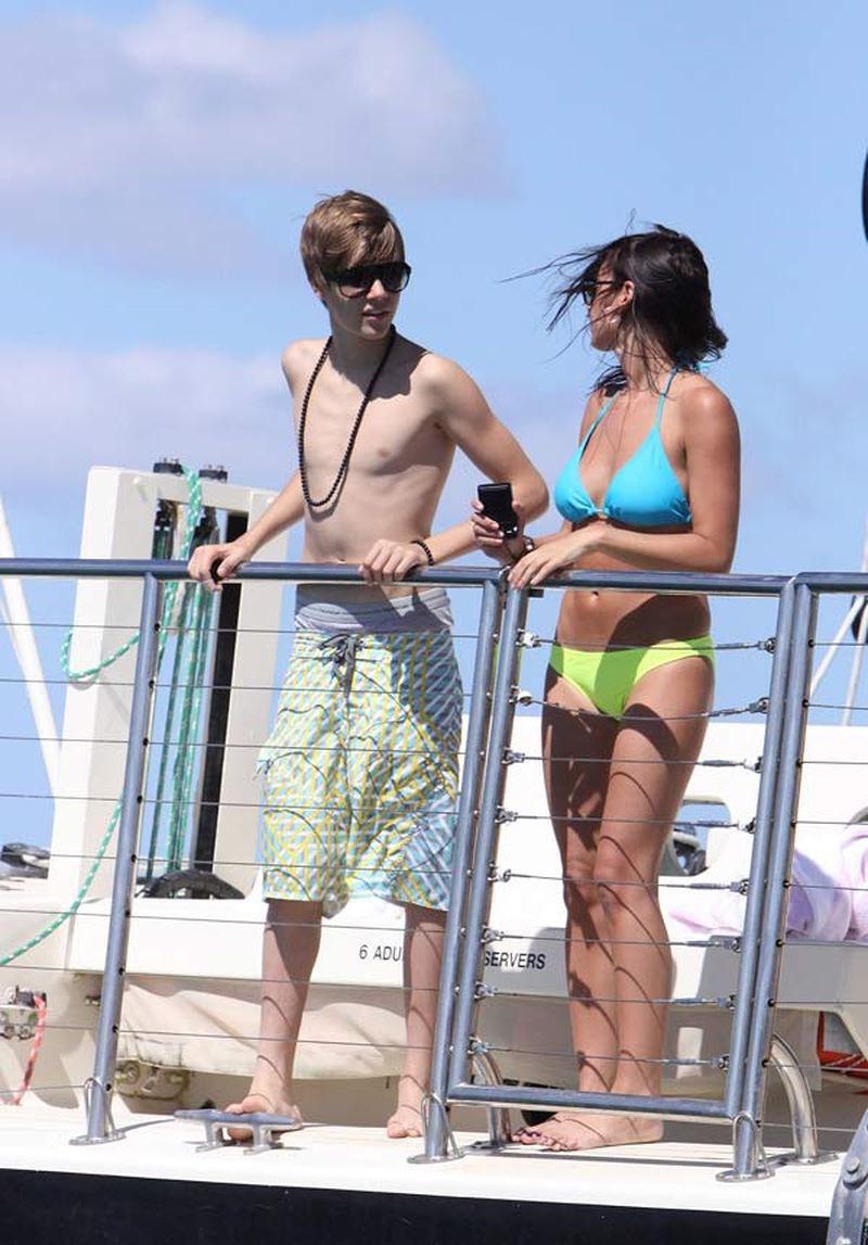Từ Selena đến Hailey, người thương có thể đổi chứ quần tụt lộ mông sẽ mãi trường tồn cùng Justin Bieber - Ảnh 3.
