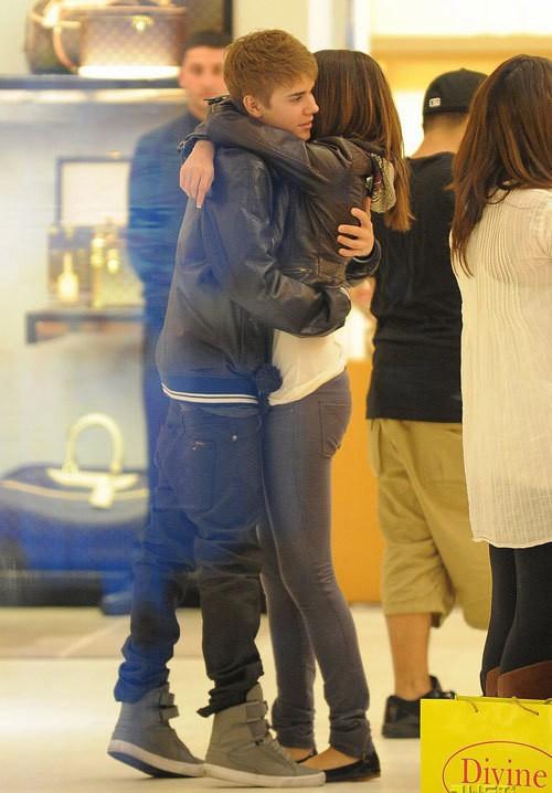 Từ Selena đến Hailey, người thương có thể đổi chứ quần tụt lộ mông sẽ mãi trường tồn cùng Justin Bieber - Ảnh 4.