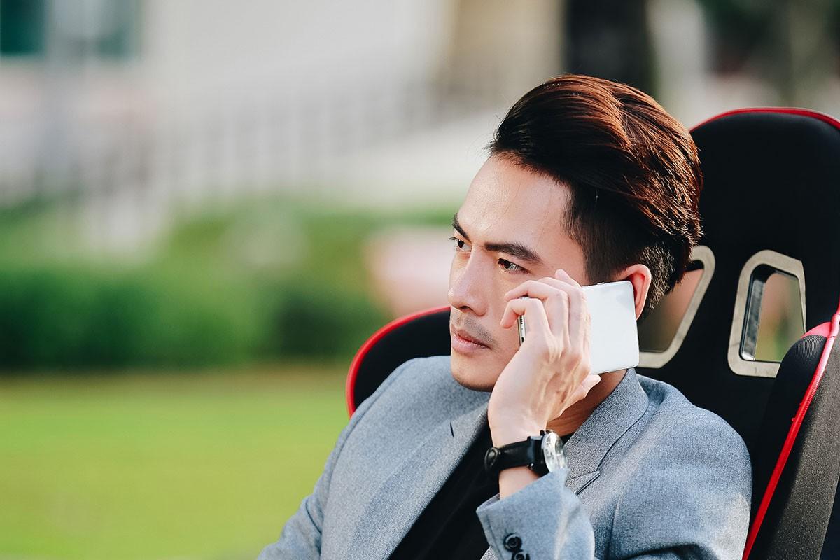 Lâm Khánh Chi mặc áo dài, đứng bên bờ biển chờ người yêu cũ quay về trong MV Parody Duyên mình lỡ - Ảnh 8.