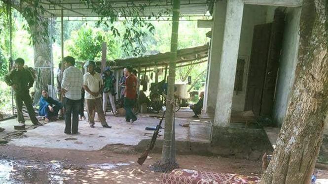 Nghệ An: Nam sinh lớp 8 vô tình bắn chết bạn chăn trâu rồi tự sát trong ngôi nhà hoang - Ảnh 1.