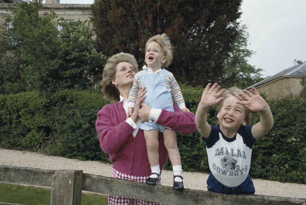 Không phải Meghan, Công nương Diana mới chính là nàng dâu liên tục phá vỡ quy tắc hoàng gia, đến Nữ hoàng Anh cũng phải nhượng bộ - Ảnh 5.