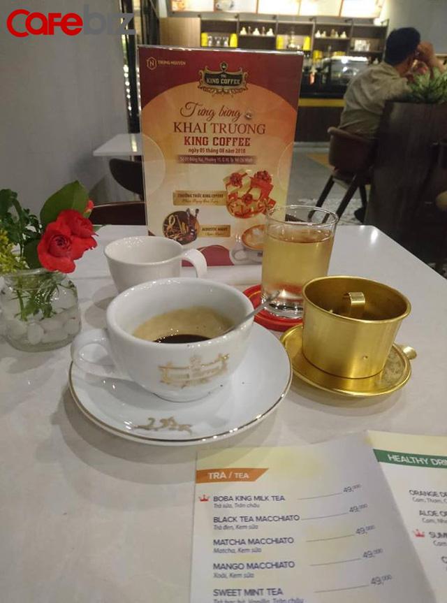 Bên trong quán cafe King Coffee của vợ vua cà phê Trung Nguyên có gì? - Ảnh 2.